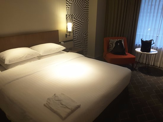 Nice room size, close to Shin-Osaka