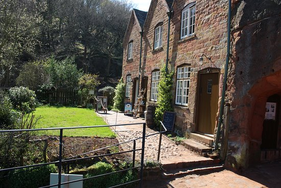 Stourbridge, UK: Cottage at the top of the rocky out-crop at Kinver