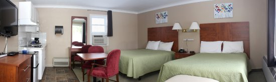 Moonlight Inn And Suites Sudbury : Double Queen Room with a Kitchenette.