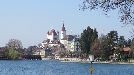 Thun, Schweiz: Schloss vom See