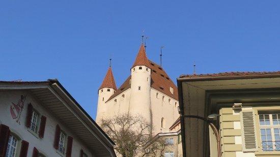 Thun, Schweiz: Schloss vom Rathausplatz