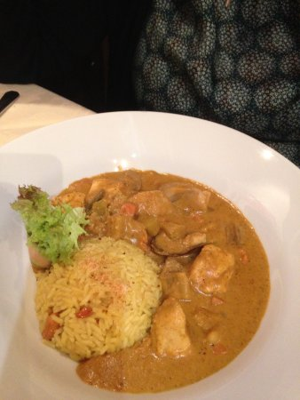Lyss, Swiss: Chicken mit exzellentem Curry