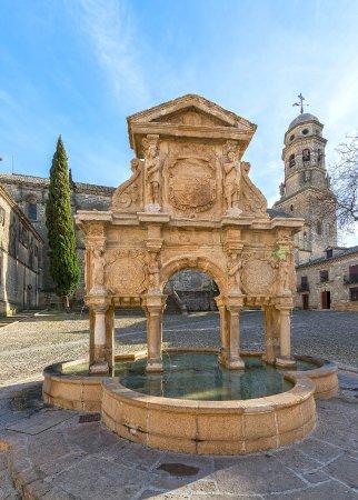 Fuente de Santa Maria : Construida por el maestro Ginés Martínez celebrando traida de aguas en 1564.