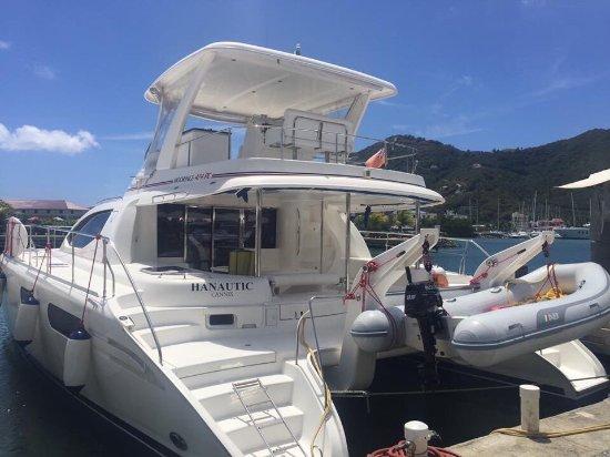 Road Town, Tortola: 47' Leopard power catamaran