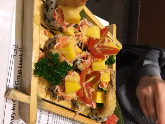 MI-NE Japanese Restaurant : Mango Crab Roll with fresh mango, cherry tomato, shredded crab
