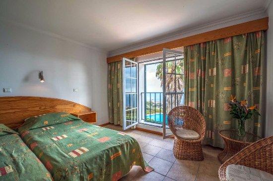 Estreito da Calheta, Portugal: Zimmer mit Blick auf Pool und Atlantik