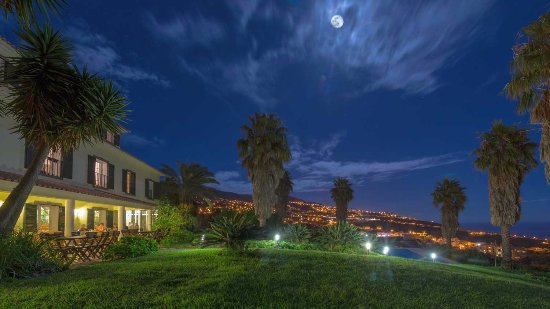 Estreito da Calheta, Portugal: Quinta Alegre by night