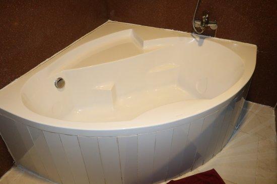 Thanh Binh III Hotel: Big Tub