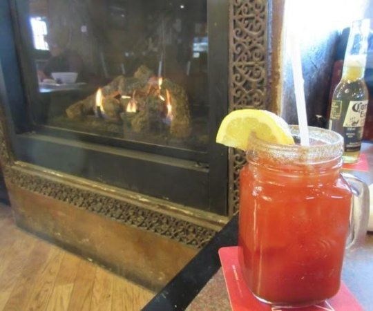 Almonte, Canadá: $5 Caesar by the fire! Excellent!