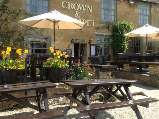 Broadway, UK: Crown and Trumpet Inn Outside
