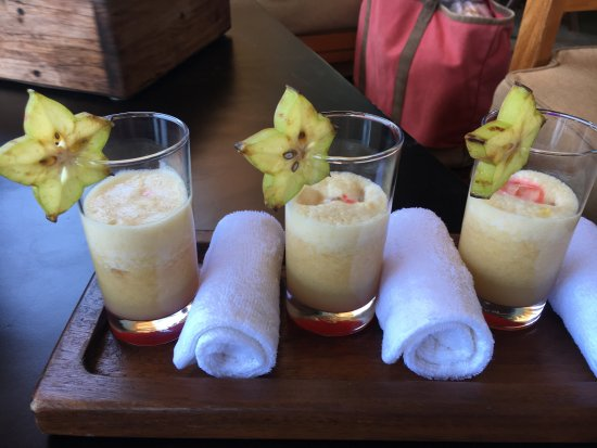 Rio Perdido: Welcome drinks w/ cold towels