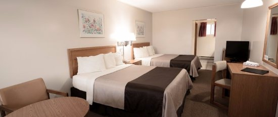 Newmarket, Canada: Standard room with 2 Queen beds on the second floor of main building