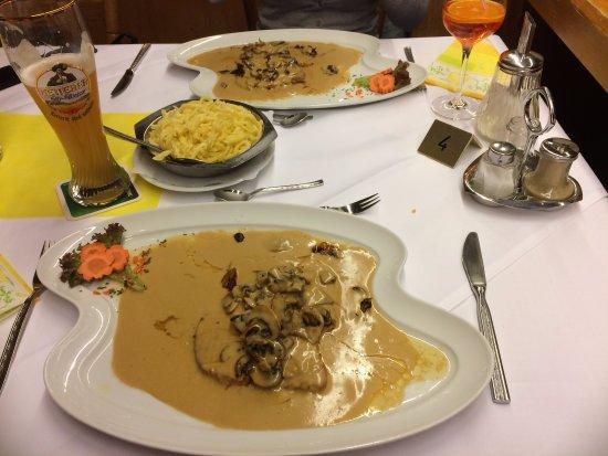 Fischerbach, Allemagne : Rahmschnitzel mit Spätzle