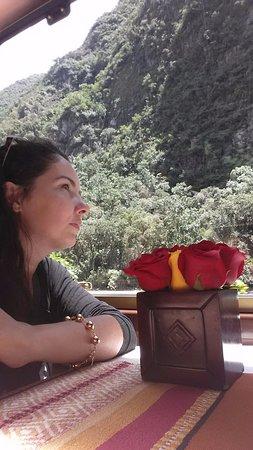 Inca Rail: Vista maravilhosa, melhor ainda no lado esquerdo na ida para águas calientes.