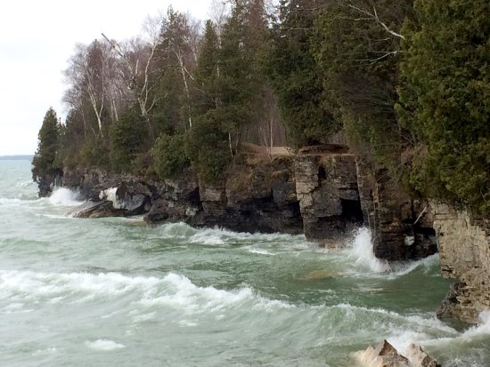 Sturgeon Bay, WI: Waves crashing in