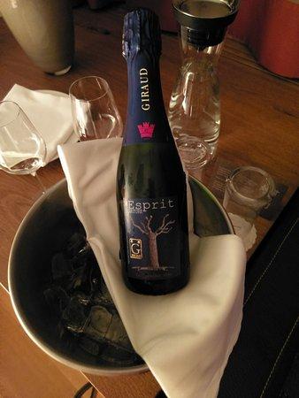 Melchsee-Frutt, سويسرا: Im Preis enthalten: 1 Flasche Champagner