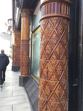 The Metropole Hotel: Lovely ceramic tiled columns out front.