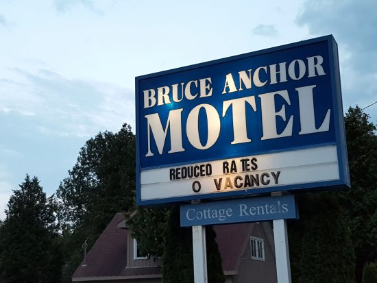 Bruce Anchor Motel and Cottage Rentals: sign