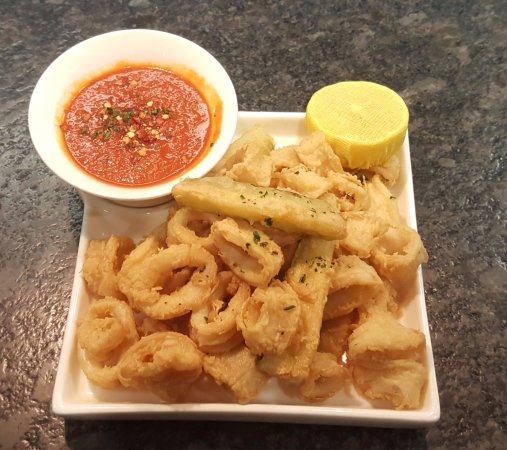 Vienna, Wirginia: Calamari Fritti with Spicy Marinara Sauce