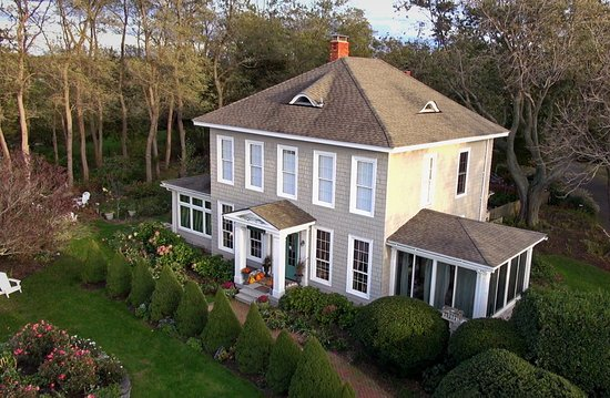 Southold, NY: Aerial view of the Shorecrest Bed and Breakfast