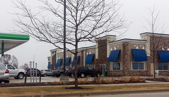 Hoffman Estates, IL: front of Culver's with the BP gas pumps to the left
