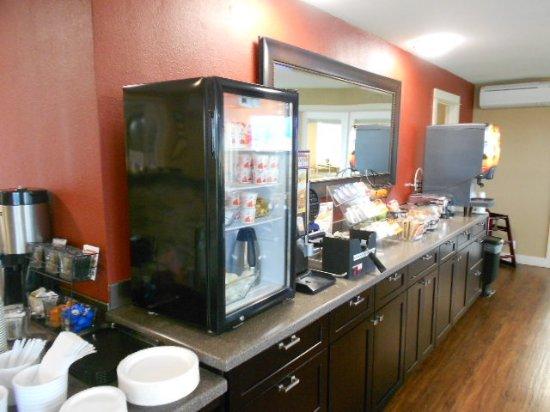 Astoria Crest Motel: 201703 Queen View - Breakfast