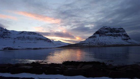 Grundarfjorour, Islandia: At sunset from a restaurant in Grunafjourd
