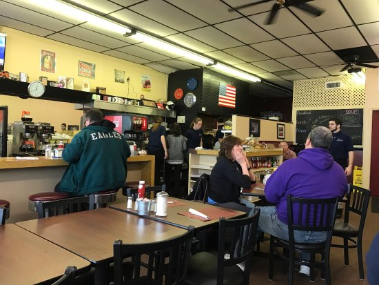 Warminster, Pensilvania: Old fashioned service and good eats!