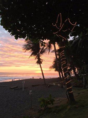 Плайя-Эрмоса, Коста-Рика: Sunset at Backyard Bar and Grill in Playa Hermosa