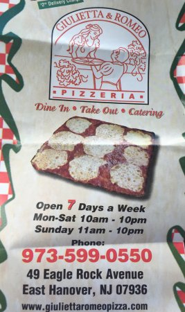 East Hanover, Nueva Jersey: Grandmas pizza pictured