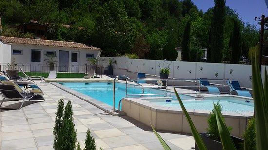 Camping rose de provence riez france voir les tarifs for Camping alpes de hautes provence avec piscine