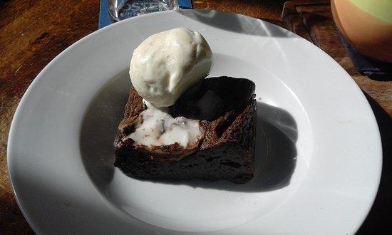 Nuneaton, UK: Creme egg brownie