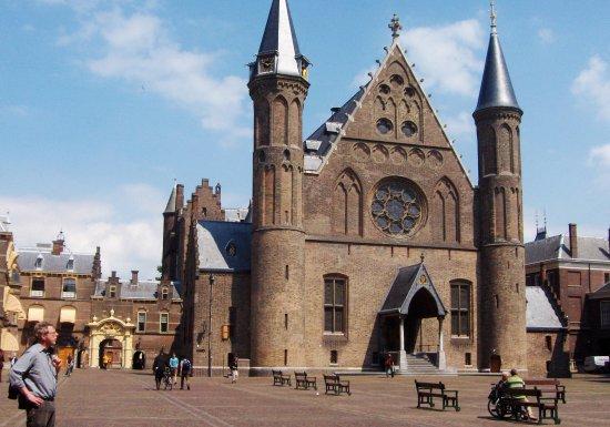 Binnenhof & Ridderzaal (Inner Court & Hall of the Knights): The courtyard