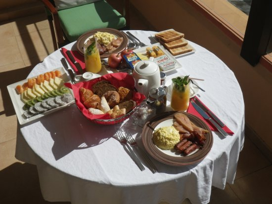 Anse Forbans, Seychellene: wedding day breakfast