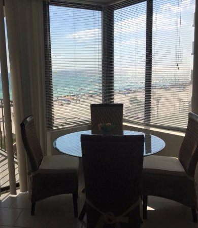 Sunbird Condominiums: We loved the view of thebeach as we enjoyed our meals.