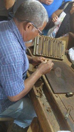 Bayahibe, Dominican Republic: Comment fait on un cigare ?