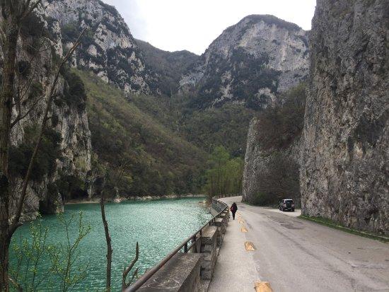 Frontone, Italia: La Gola del Furlo