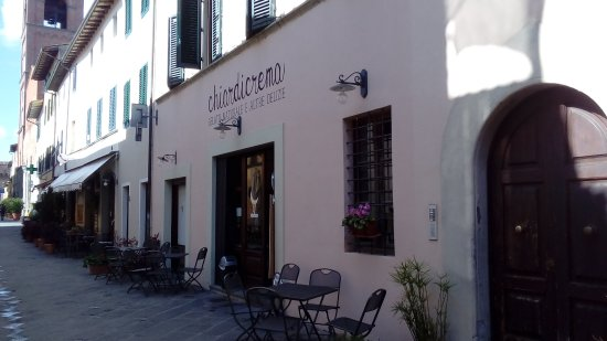 Montecarlo, Italy: la facciata