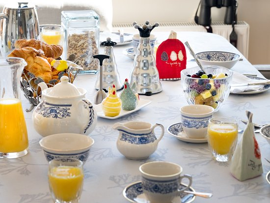 a charming breakfast at Bay House the lizard UK