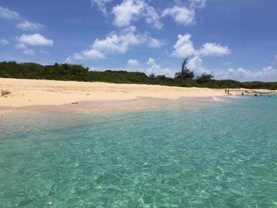 Oyster Pond, St. Maarten-St. Martin: The beach near the first snorkeling stop
