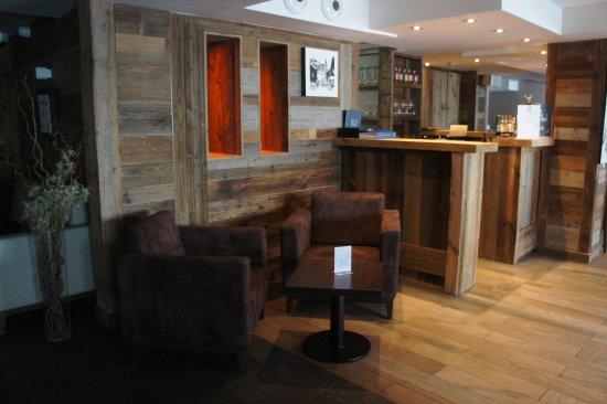 Hotel Restaurant La Toviere: The lobby bar
