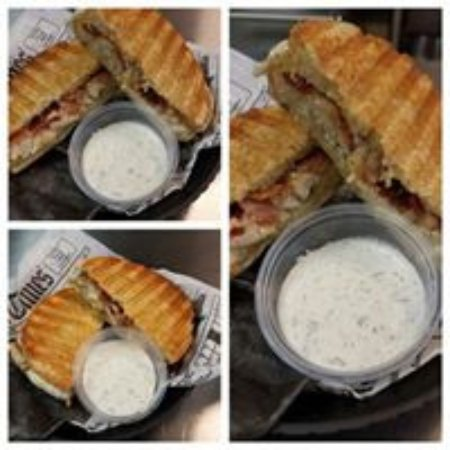 Kearneysville, WV: Chicken Bacon Ranch with homemade ranch sauce