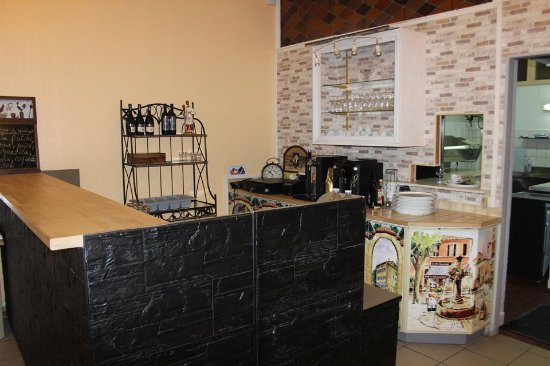 Lambersart, Fransa: Le comptoir/bar donnant sur les cuisines