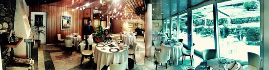 Albosaggia, อิตาลี: Panoramic view of restaurant and his big glass doors go out to the yard.