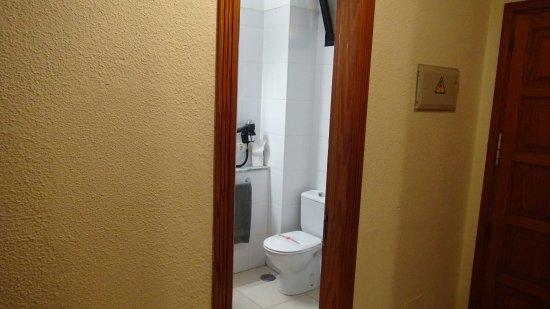 toilet area bild fr n aparthotel parque de la paz playa de las americas tripadvisor. Black Bedroom Furniture Sets. Home Design Ideas