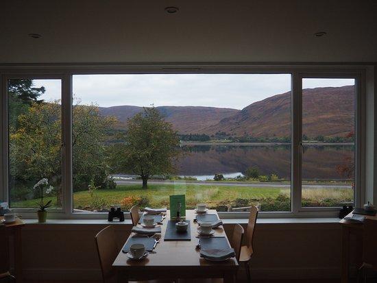 Huntingtower Lodge: Breakfast by the loch