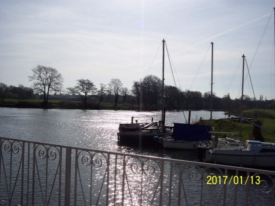 Shepperton, UK: River Thames from the patio.