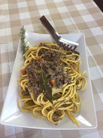Roccasecca, Italien: Brasato di bufaletta e tonnarelli al ragù di bufala