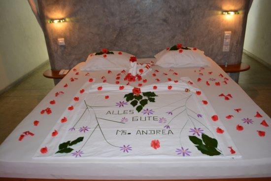 Ambalangoda, Sri Lanka: geschmücktes Bett