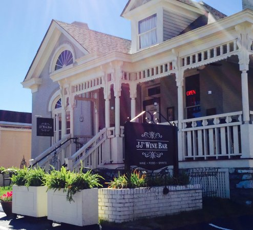 Franklin, TN: Wrap-around porch with seating overlooking Main Street and 2nd Avenue